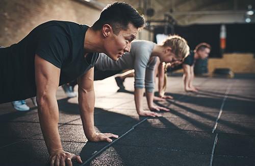 fitness class doing pushups